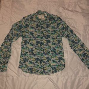 Long sleeves 100%cotton tropical shirt. Size Small